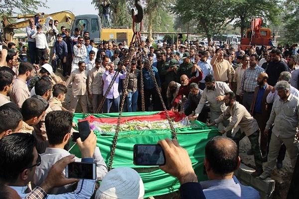 انتقال و تشییع پیکر شهید زبیدی از منطقه اروند آبادان به بندر ماهشهر + عکس