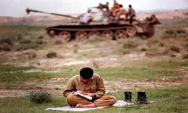 نادر با کتابهایی انس داشت که روی طاقچه خانه ما خاک میخورد