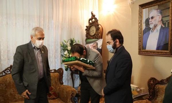 حضور قائم مقام تولید آستان قدس در منزل شهید فخری زاده