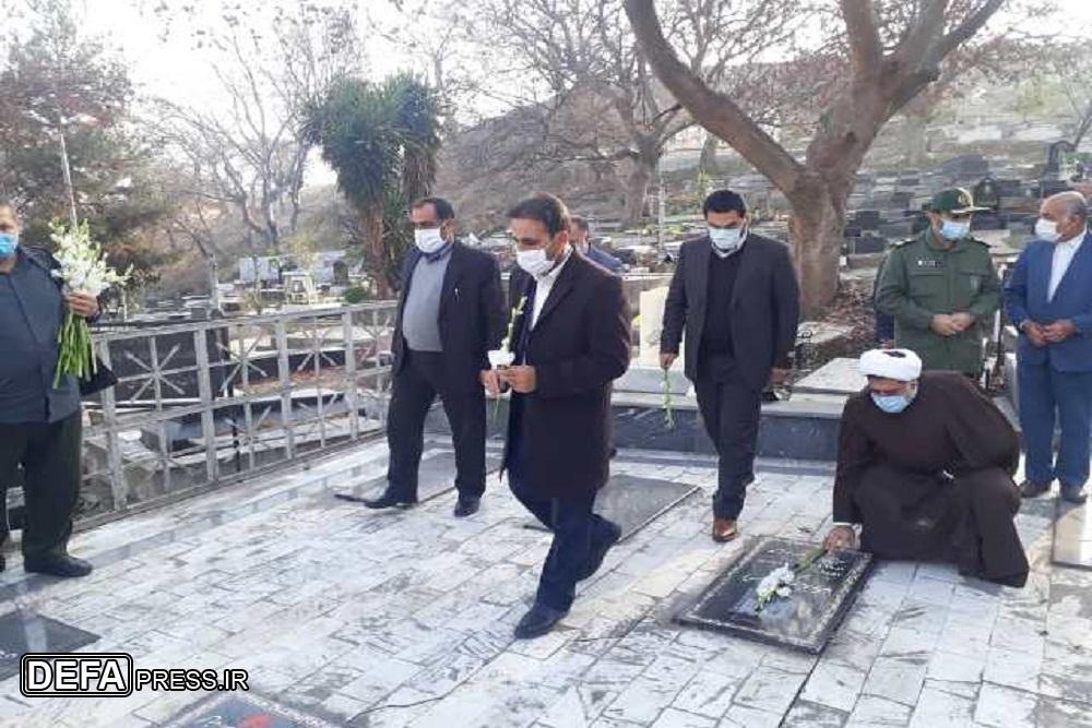 1228564 488 - عطرافشانی گلزار شهدای نکا به مناسبت دهه مبارک فجر