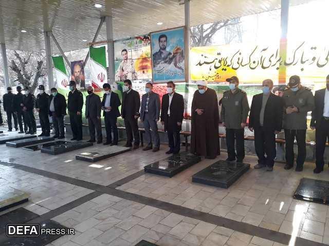 1228565 398 - عطرافشانی گلزار شهدای نکا به مناسبت دهه مبارک فجر