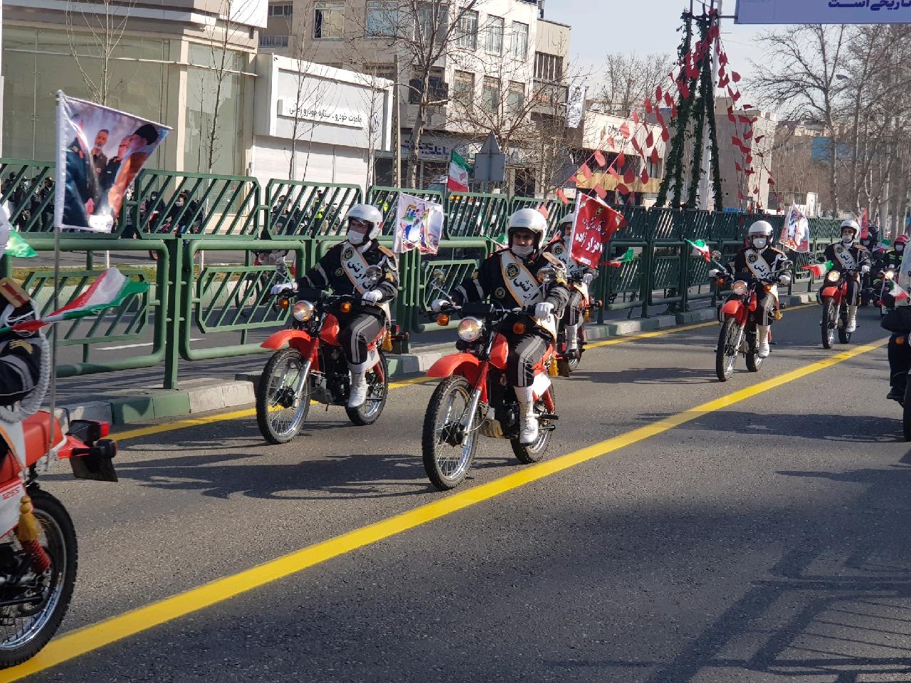 مراسم راهپیمایی ۲۲ بهمن آغاز شد/ نمایش موشکهای بالستیک سپاه در مسیر راهپیمایی