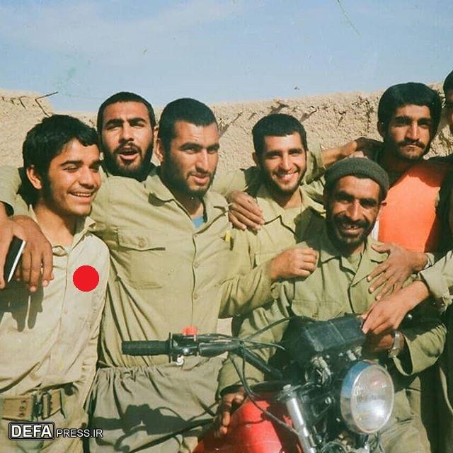 عکس/ امام جمعه شهید شهرستان «کارزون» در جبهههای نبرد