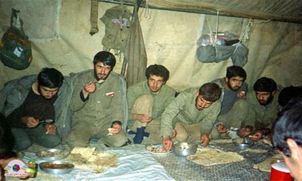 اسرای ایرانی بهصورت مخفیانه روزه میگرفتند/ خاطرهای از اجرای فنون کشتی روی نگهبان عراقی در دوران اسارات