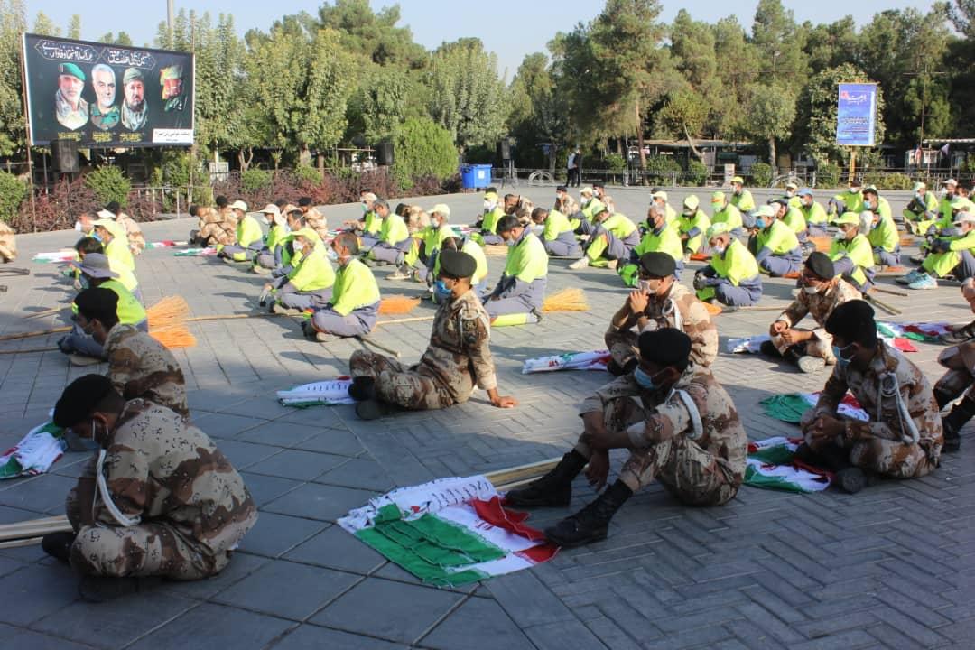 پرچم مزار ۳۰ هزار شهید بهشت زهرا (س) تعویض شد