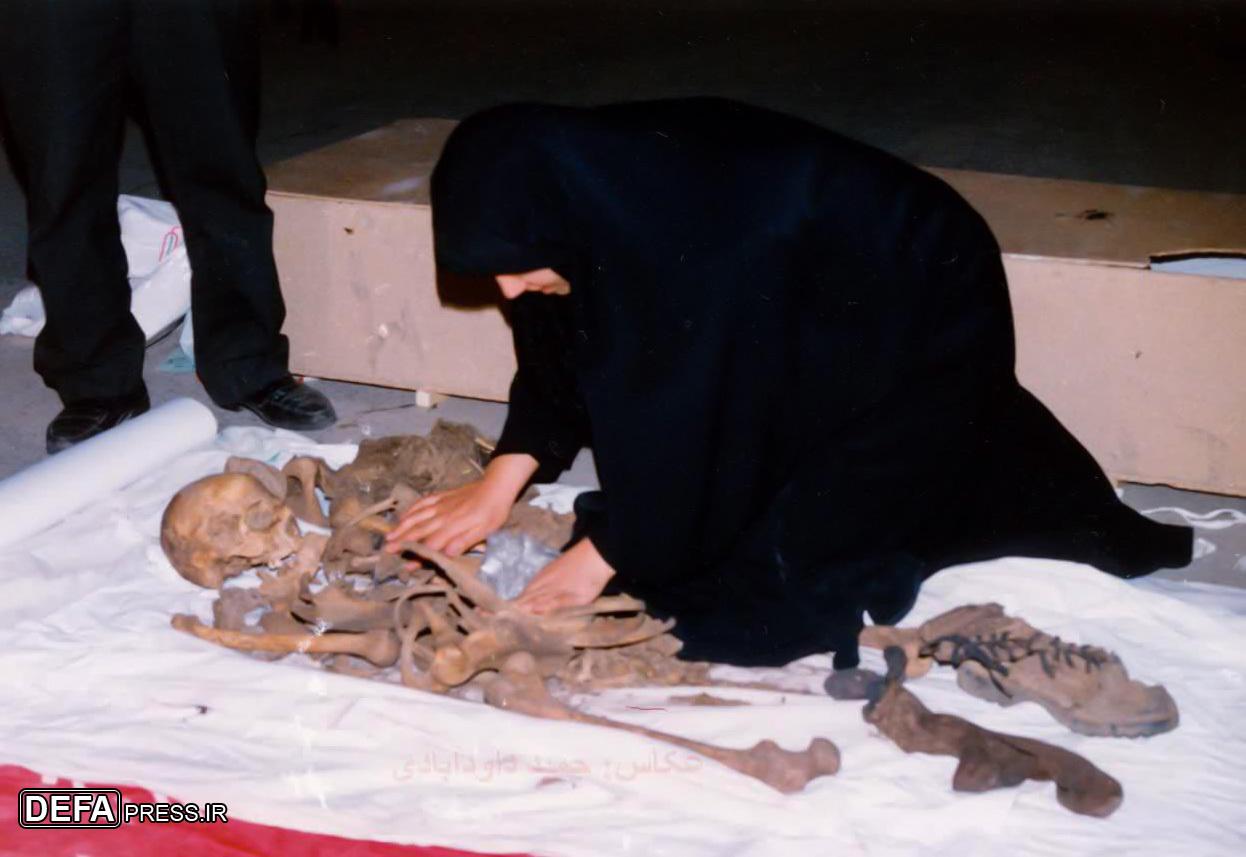 ماجرای عشقبازی یک همسر شهید با پیکر شوهرش در معراجالشهداء   تصاویر