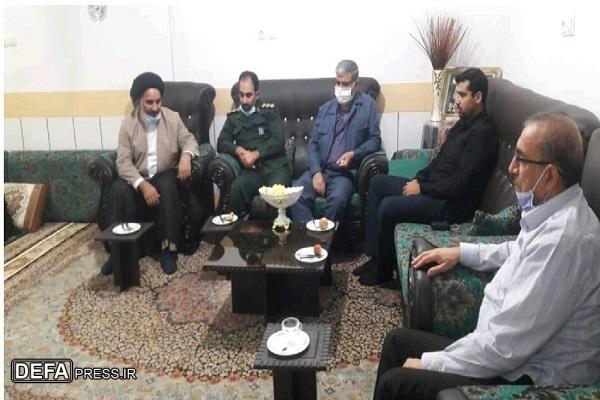 امام جمعه پلدختر با خانواده شهید «علیمحمد حاتمی» دیدار کرد