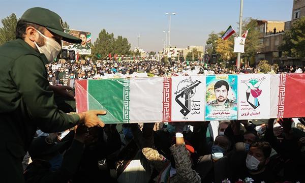 پیکر مطهر شهید مدافع حرم «زکریا شیری» تشییع و خاکسپاری شد