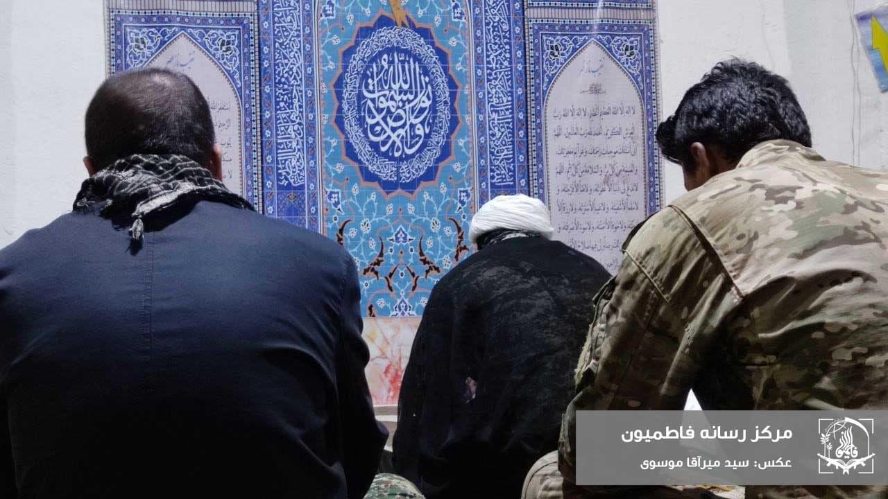 برپایی مراسم دعا و نیایش در مقرهای لشکر فاطمیون در سوریه+ عکس و فیلم