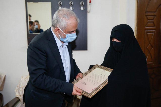 دیدار رئیس بنیاد شهید و امور ایثارگران با سه خانواده معظم شهیدان