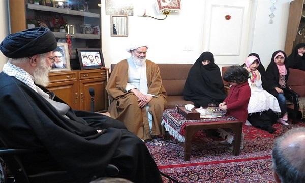 مبارزه ۳۰ ساله علیه شاه با تقدیم ۲ فرزند به اسلام