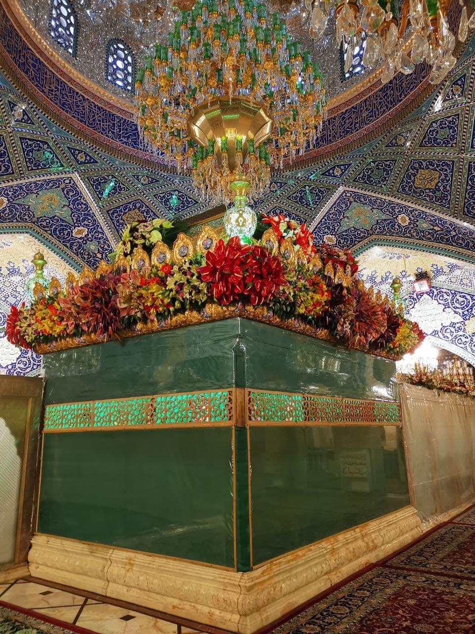 گل آرایی حرم حضرت زینب (س) در آستانه میلاد عقیله بنی هاشم