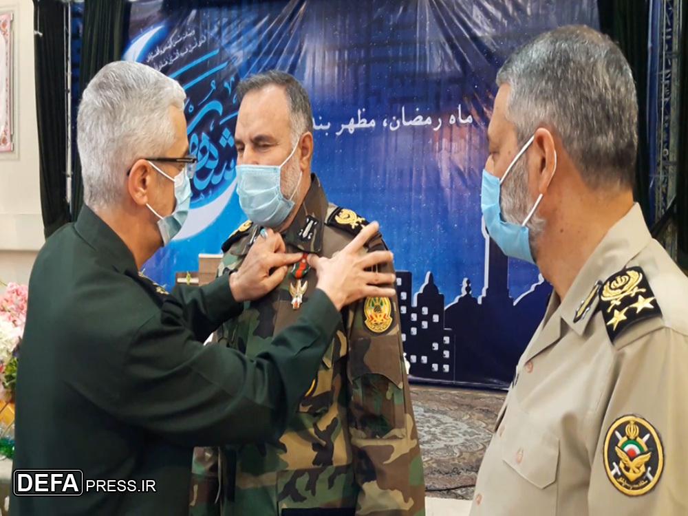 امیر حیدری دومین فرمانده ارتشی که در دوران صلح مفتخر به دریافت نشان فتح شد