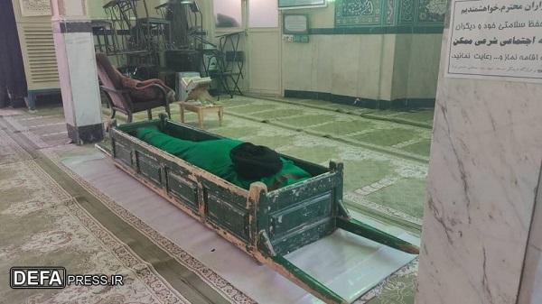 پیکر روضه خوان مقتلالشهدای فاطمیه در قم خاکسپاری شد+ تصاویر