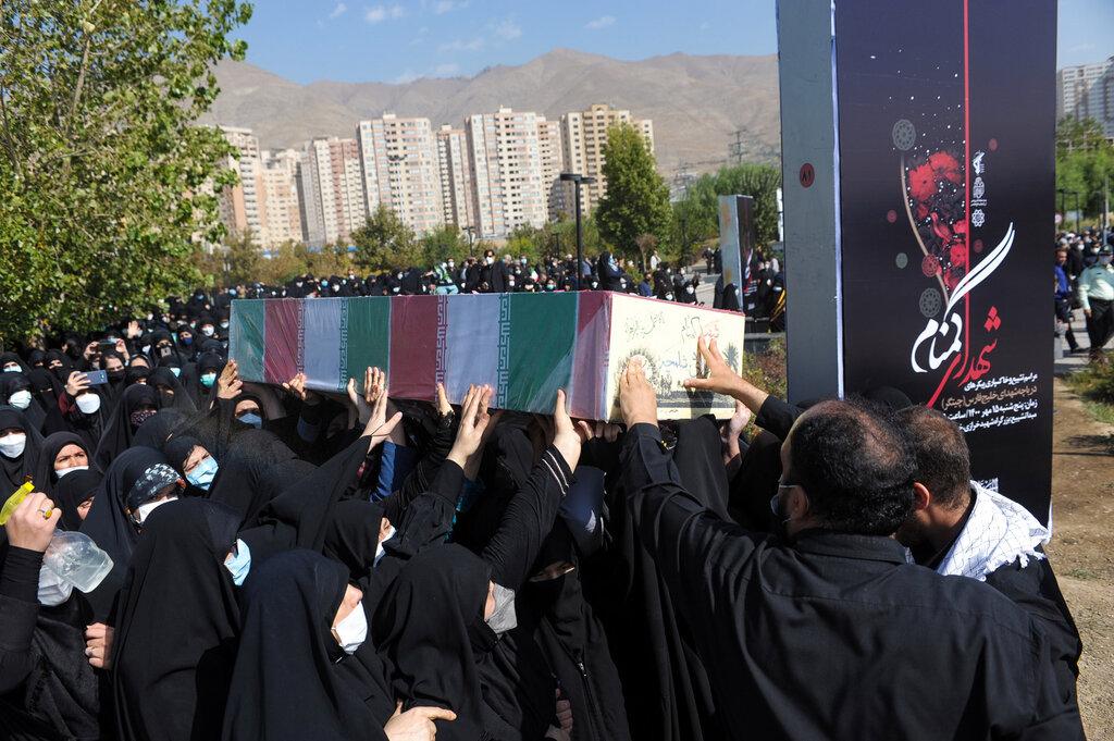 قدردانی خانواده شهدا از سردار کارگر و شهرداری تهران