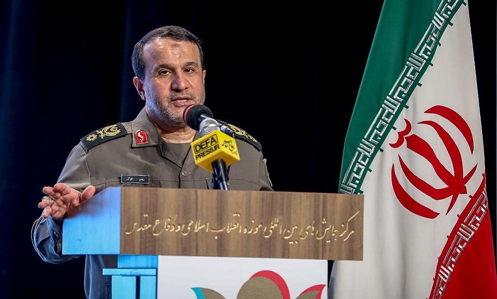 تاکید امام خامنهای به جلوگیری از «فراموشی» و «تحریف» دفاع مقدس/ راهکار مقابله با تحریف دفاع مقدس «مستند» صحبت کردن است