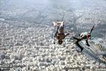 پرش ۲۴ نفر از چتربازان نیروهای مسلح از فراز برج میلاد